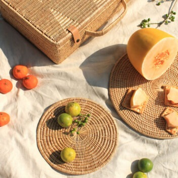 MANAVA -placemats suitcase vihara hand-woven rattan